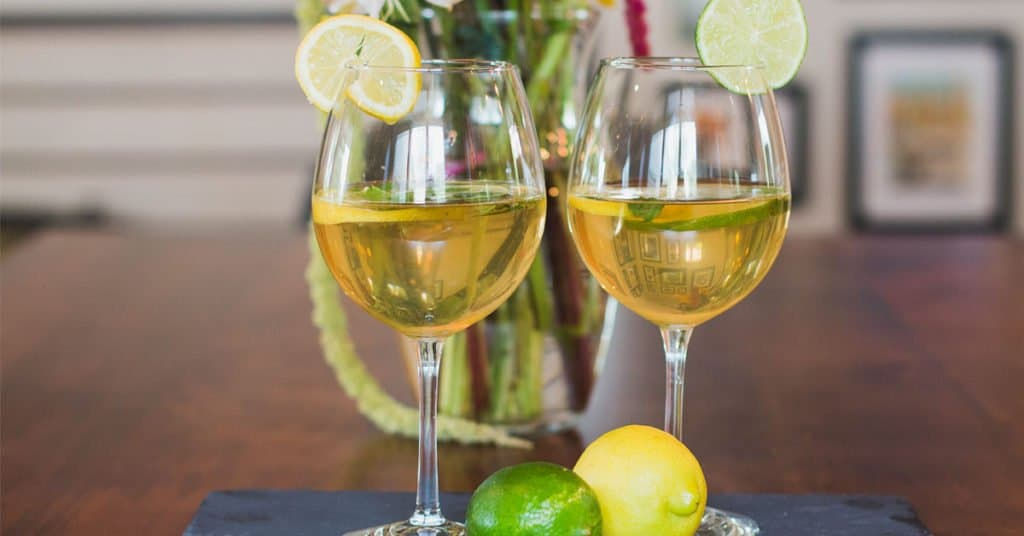 Session Sangria for Summer Drinking – Crisp, White Wine Sangria