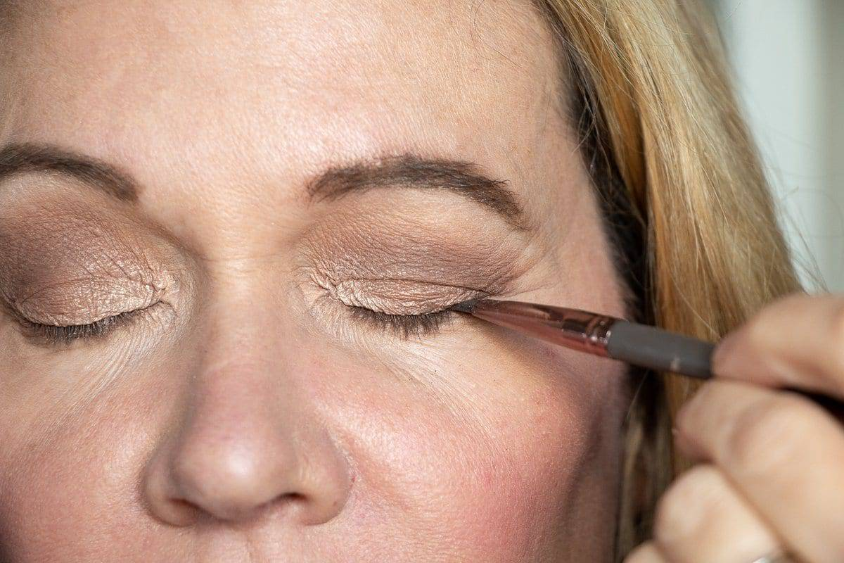 Step-by-Step Hooded Eye Makeup Tutorial That's Perfect for Women over 40 8