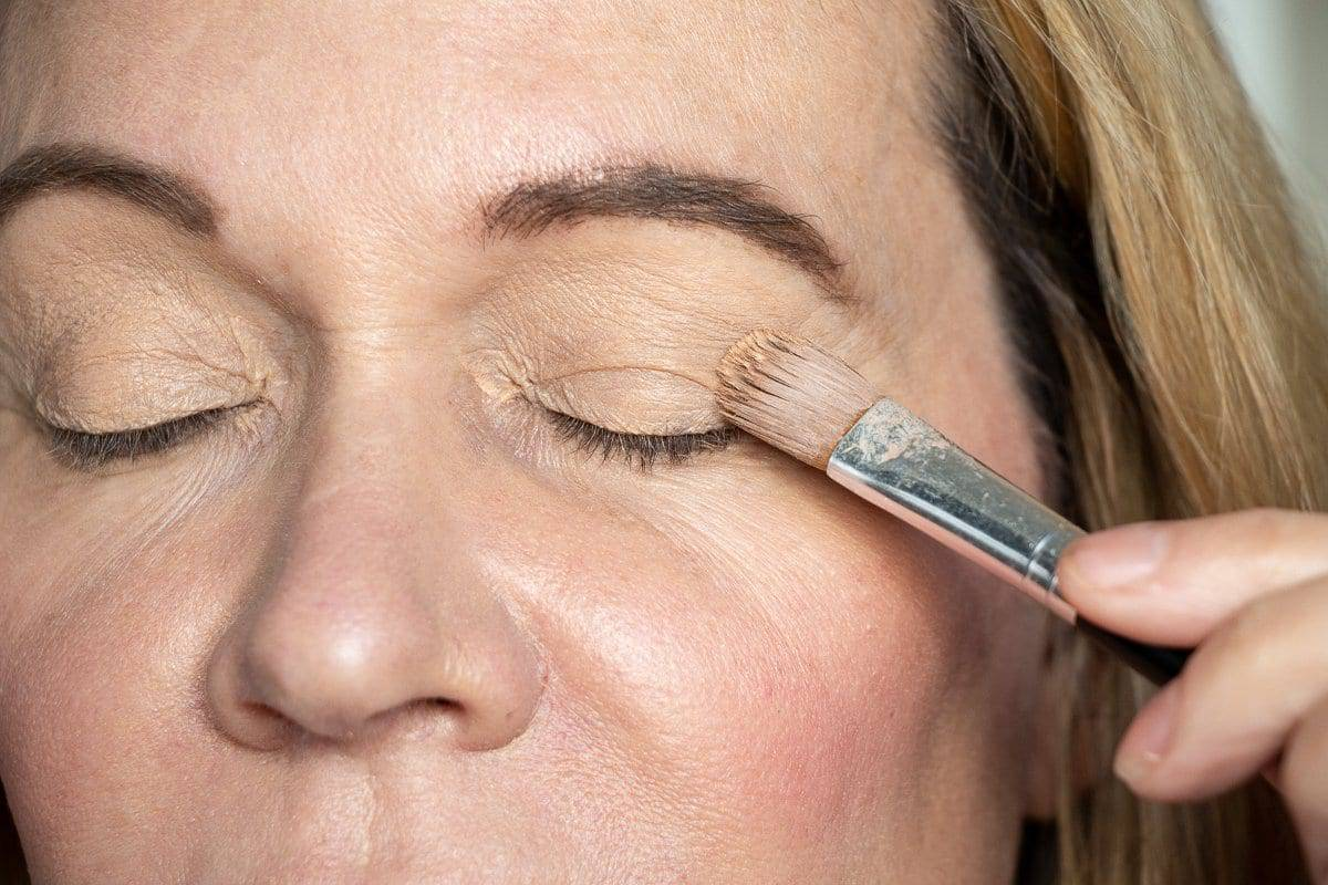 Placing eye primer as the first step in hooded eye makeup