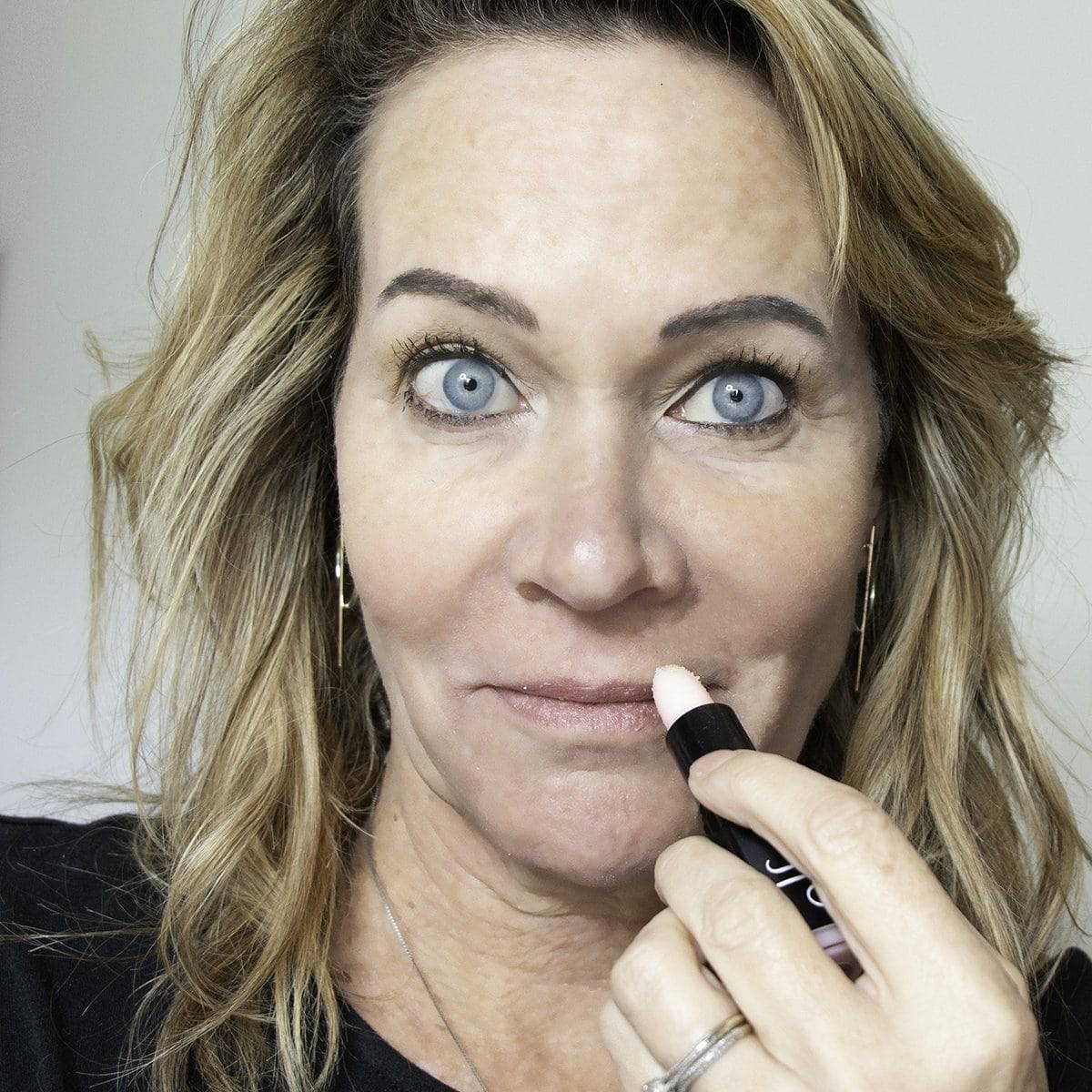 How to Stop Lipstick Bleeding into Lip Wrinkles and Smoker's Lines 5