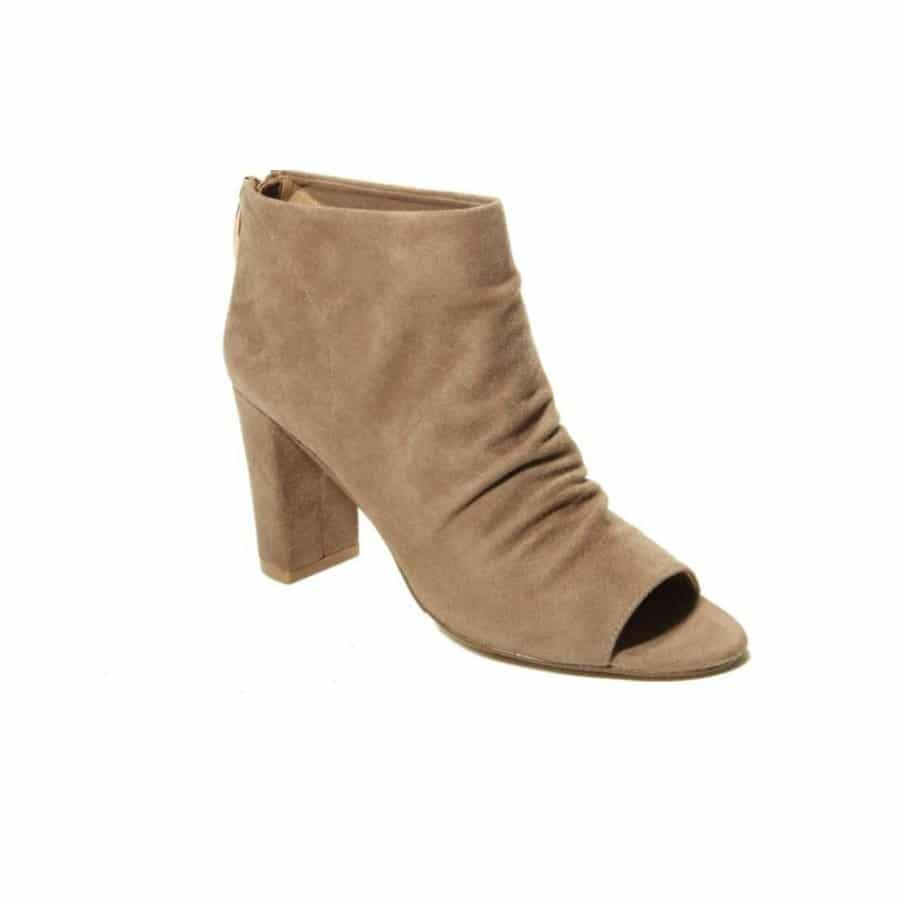 5 Comfortable and Stylish Shoes Perfect  for Women Over 40 9