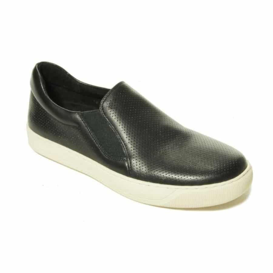5 Comfortable and Stylish Shoes Perfect  for Women Over 40 8
