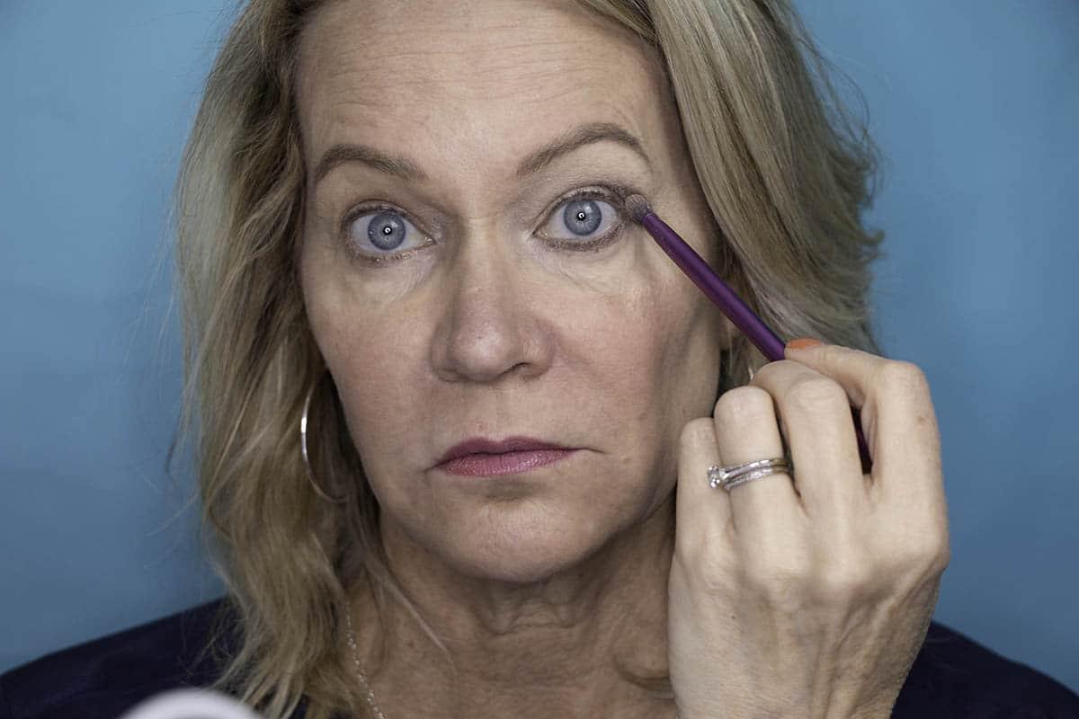 Easy One Eyeshadow Eye Makeup for Older Hooded Eyes 20