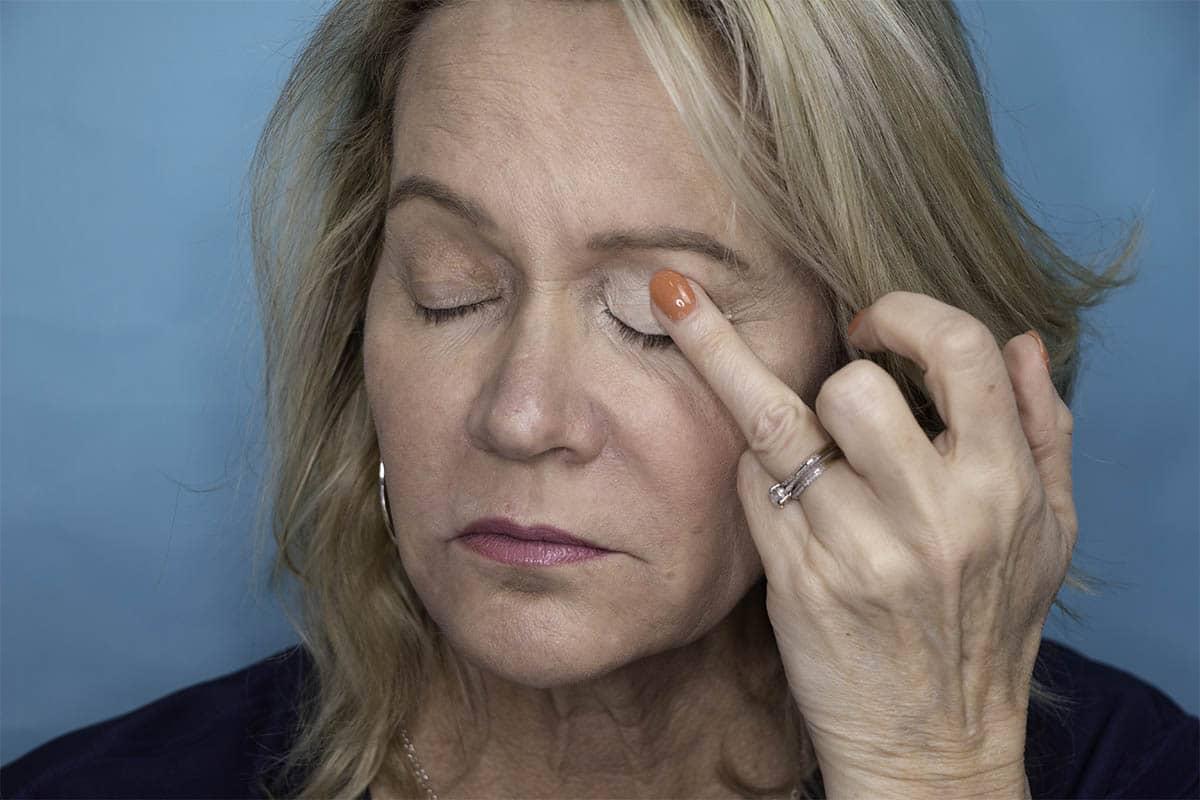 Easy One Eyeshadow Eye Makeup for Older Hooded Eyes 12