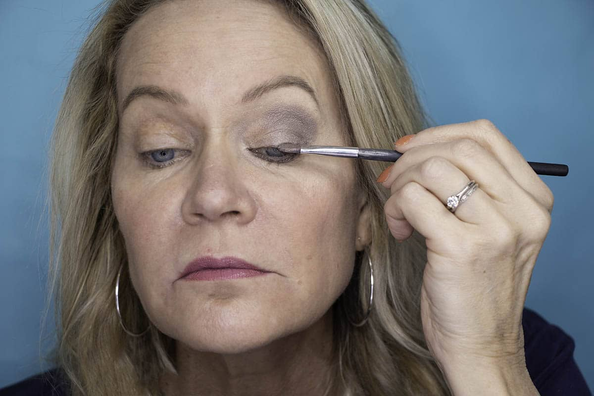 Easy One Eyeshadow Eye Makeup for Older Hooded Eyes 26