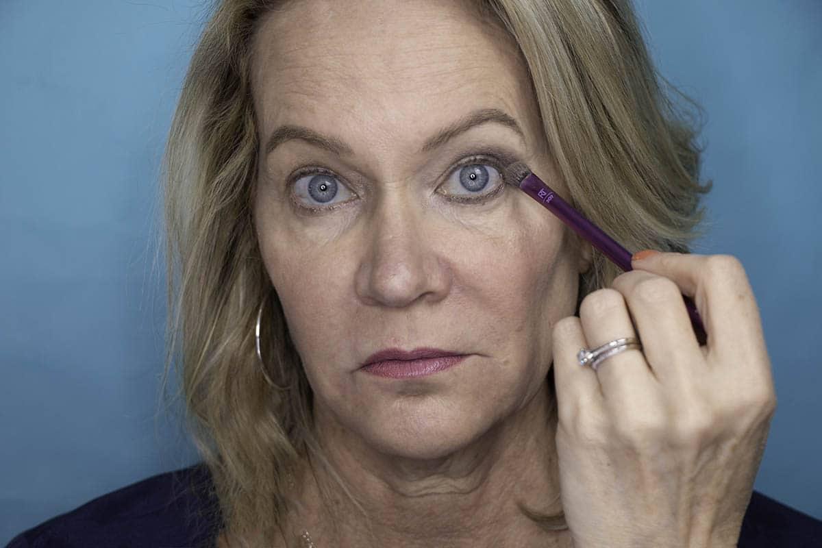 Easy One Eyeshadow Eye Makeup for Older Hooded Eyes 24