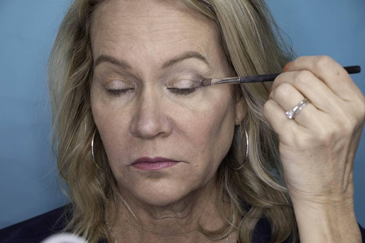 Easy One Eyeshadow Eye Makeup for Older Hooded Eyes 18