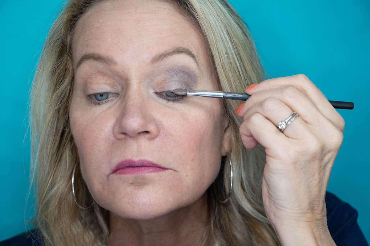 Easy One Eyeshadow Eye Makeup for Older Hooded Eyes 14