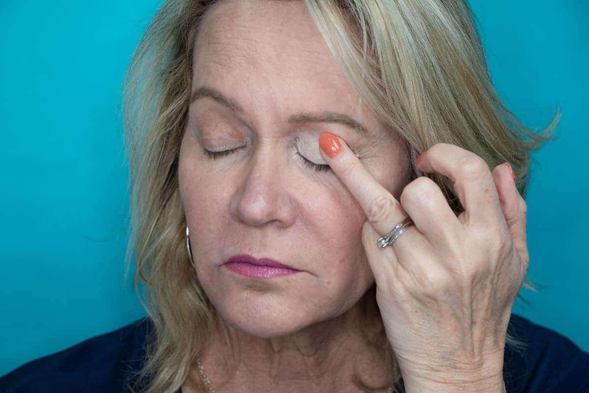 Easy One Eyeshadow Eye Makeup for Older Hooded Eyes 7