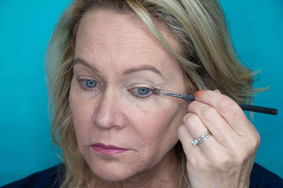 Easy One Eyeshadow Eye Makeup for Older Hooded Eyes 8