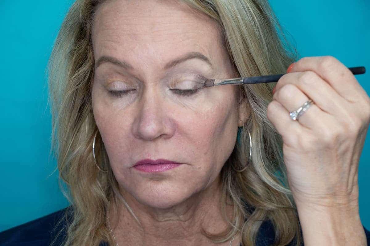 Easy One Eyeshadow Eye Makeup for Older Hooded Eyes 10
