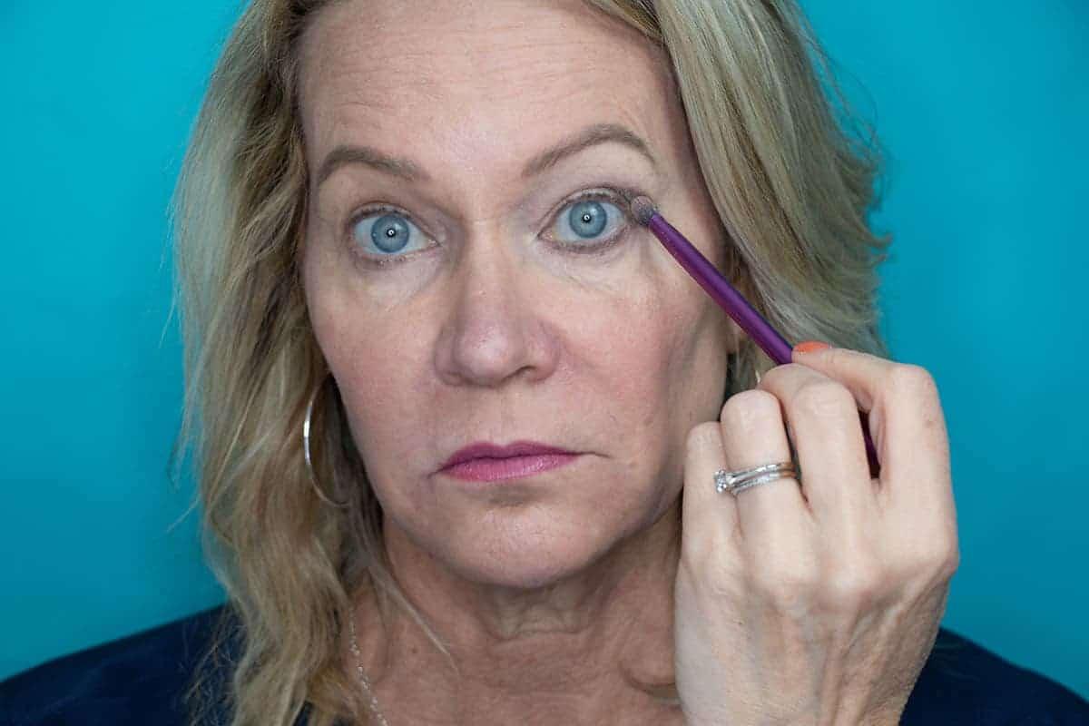 Easy One Eyeshadow Eye Makeup for Older Hooded Eyes 11
