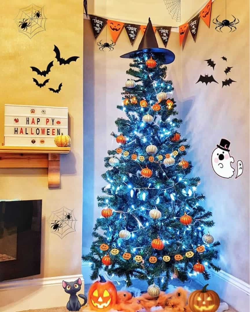 Simple Halloween Tree with Pumpkin Decorations