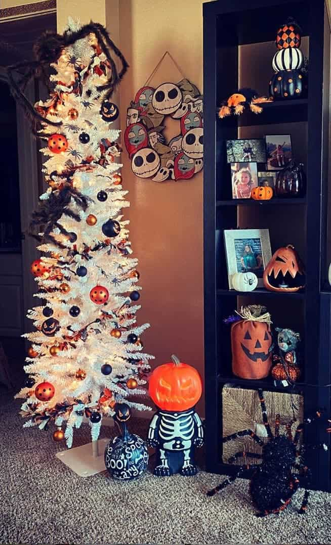 Simple White Spider Halloween Tree